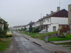 Řadová výstavba domků okál, ulice Zahradní