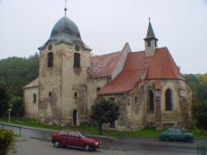 Kostel Nanebevzetí P.Marie, slouží bohoslužby 2x týdně.